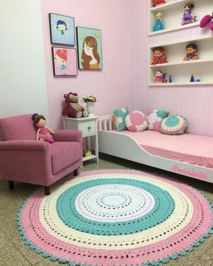 tapete colorido quarto infantil
