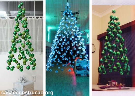 árvores de Natal suspensa feita com bolas decorativas