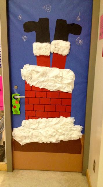 porta decorada com papai noel em chaminé