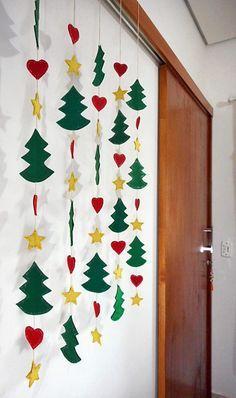 decoração de Natal para escola atrás de porta de correr