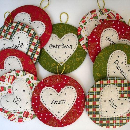 enfeites de Natal com CD para árvore com mensagens positivas