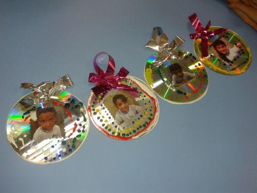 enfeites de Natal com CD para árvore com fotos de crianças