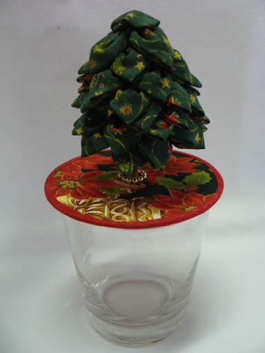 enfeite de árvore de Natal com base feita de CD