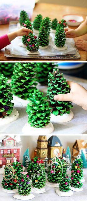 Montagem com enfeite de mesa com pinha pintada de verde.