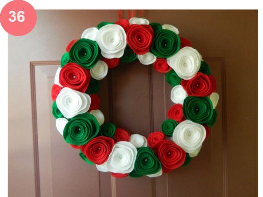 enfeite de porta em feltro para o natal flores