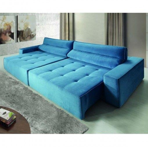 Sofá azul retrátil em sala com tons pastéis.