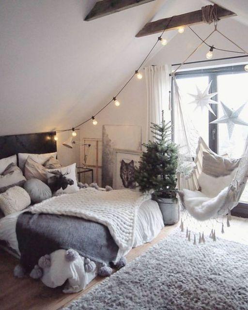 tapete branco felpudo em quarto