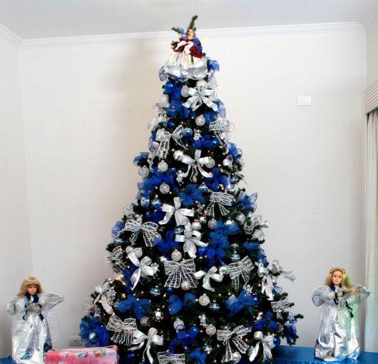 árvore de natal decorada azul