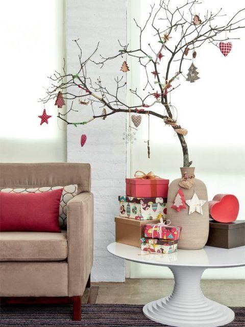 árvore de natal decorada galho seco