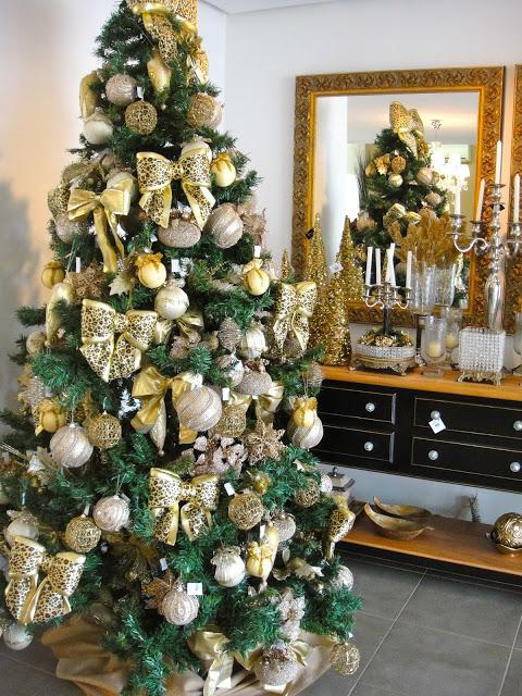árvore de natal decorada laços dourados