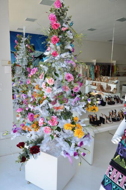 árvore de natal decorada flores delicadas