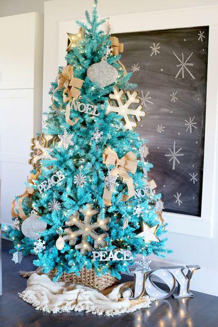 árvore de natal azul clara