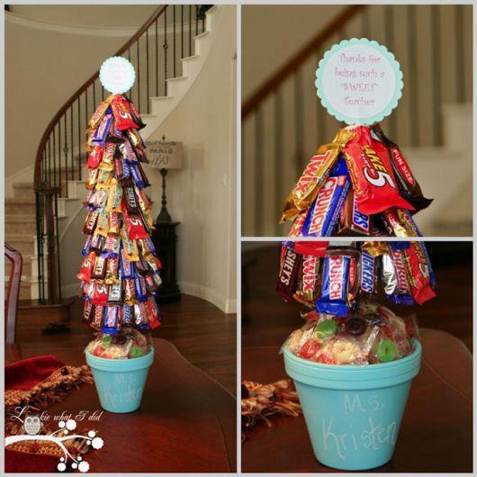 árvore de natal com chocolates