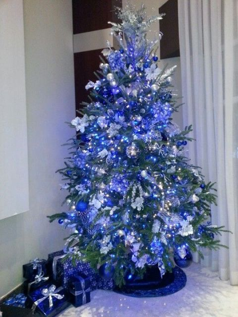 árvore de natal toda azul