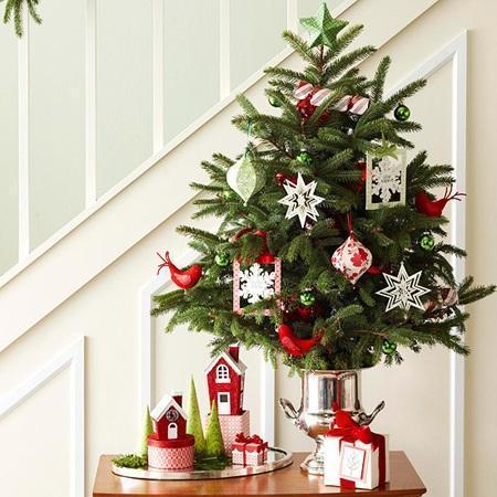 árvore de natal decorada pequena
