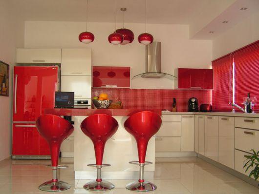 decoração de cozinha americana vermelha moderna