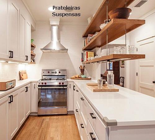 decoração de cozinha americana prateleira de madeira