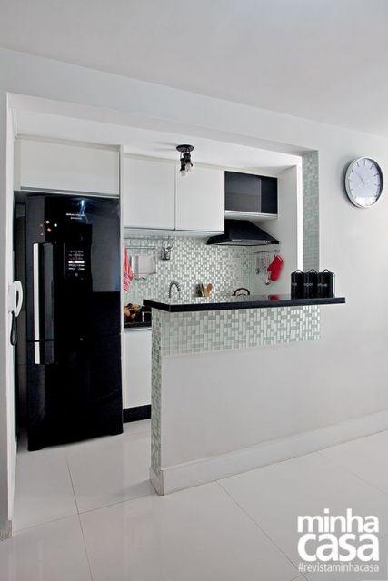 decoração de cozinha americana geladeira preta