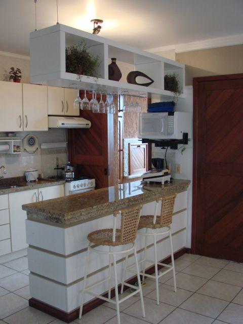 decoração de cozinha americana pequena com nichos