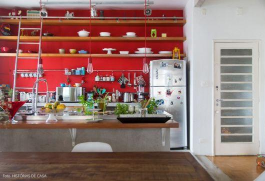 decoração de cozinha americana vermelha paredes