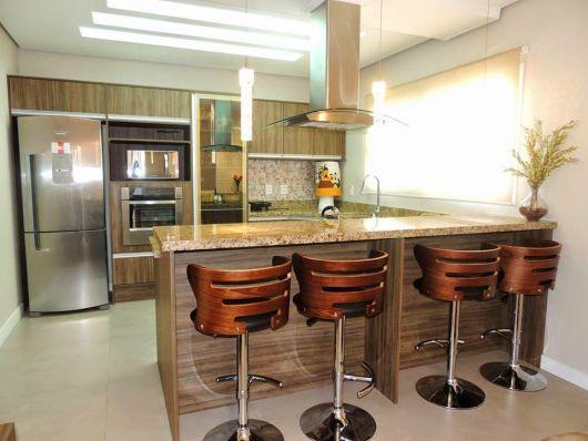 cozinha americana moderna banqueta marrom
