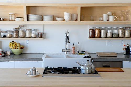 decoração de cozinha americana prateleira pra decorar