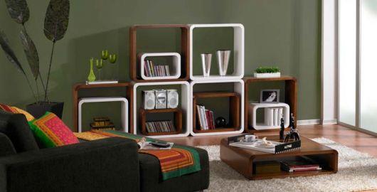 sala simples decorada com nichos