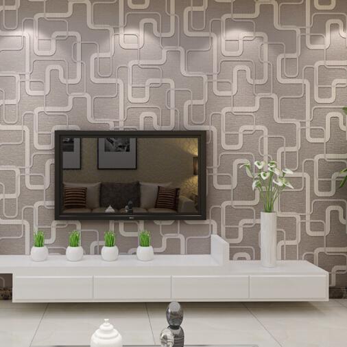 sala simples com papel de parede geométrico