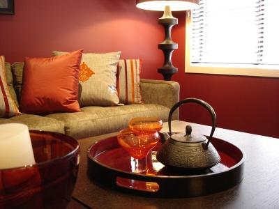 sala simples decoração vermelha
