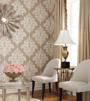 papel de parede arabesco dourado na sala