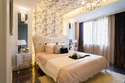 papel de parede arabesco uma faixa no quarto
