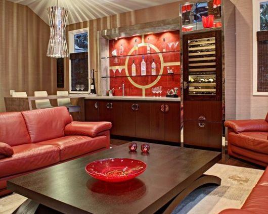 sofá vermelho retrô