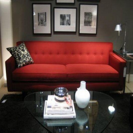 sofá vermelho dois lugares