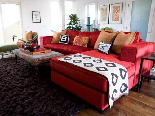 sofá vermelho tipo retrátil