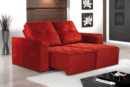 sofá vermelho retr´atil dois lugares
