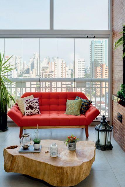sofá vermelho com dois lugares