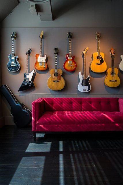 sofá vermelho música