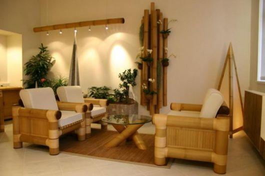 sala com móveis de bambu