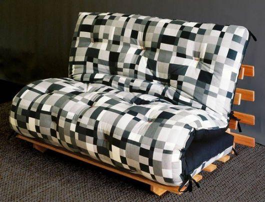 sofá futon geométrico