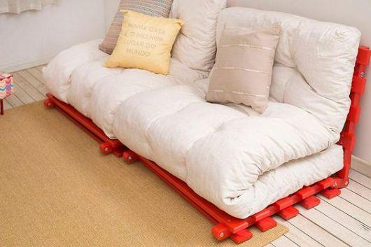 sofá futon branco