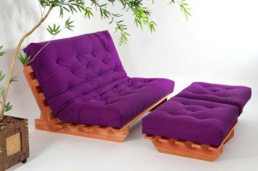 sofá futon violeta