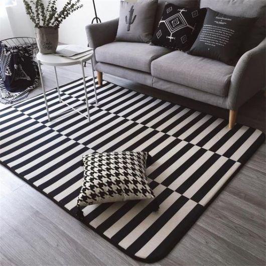 Alfombras modernas online de gran calidad y diseño. Además, ofrecemos poder realizarlas a medida, bien reduciendo el tamaño estandar al tamaño que busca, o uniendo alfombras para conseguir tamaños mayores. Recuerde, dentro de cada modelo de alfombra pueden haber varios colores de la misma.