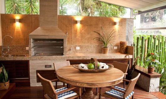 varanda de madeira com churrasqueira