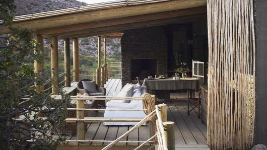 varanda de madeira bucólica e rústica