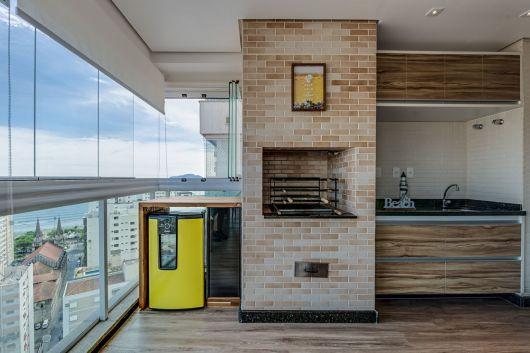 varanda de madeira de apartamento