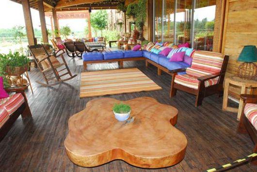 decoração rústica em varanda de madeira