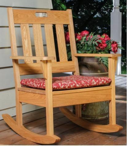 varanda de madeira cadeira de balanço de madeira