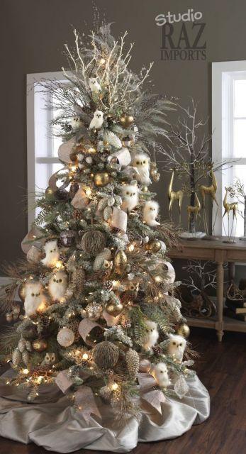 Árvore de Natal com luzes.