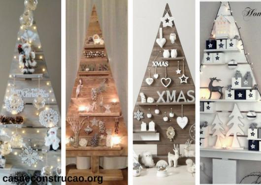 árvores de Natal feitas com móveis em formato de pinheiro