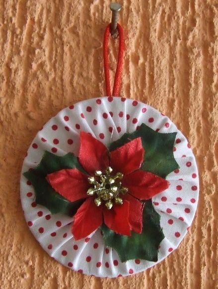 Fuxico usado para enfeite para árvore de Natal.
